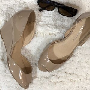 CL by Laundry nude peep toe wedge